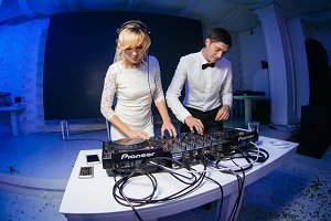 What To Do When It is Time To Book Your Wedding DJ