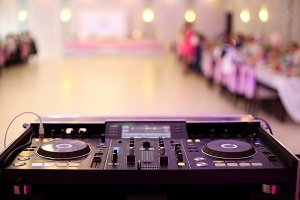 Should You Have a Band or DJ for Your Wedding Reception Music?