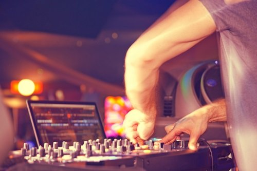 Discovering The Perfect Corporate Event DJ