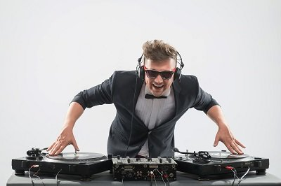 Your Wedding Event DJ Can Also Be A Wedding Planner