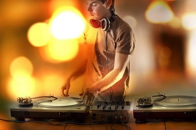 Useful Tips in Choosing The Right Wedding DJ