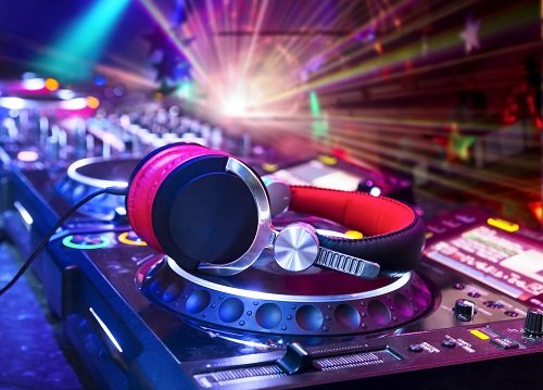 What to Know When Working with an Entertainment DJ for Your Next Event