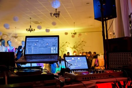 Locating The Ideal DJ Services For Your Wedding Event